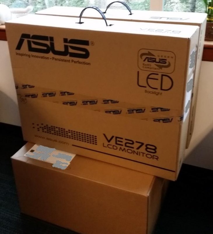 Woo! New PC and monitors arrived for the weekend :-)