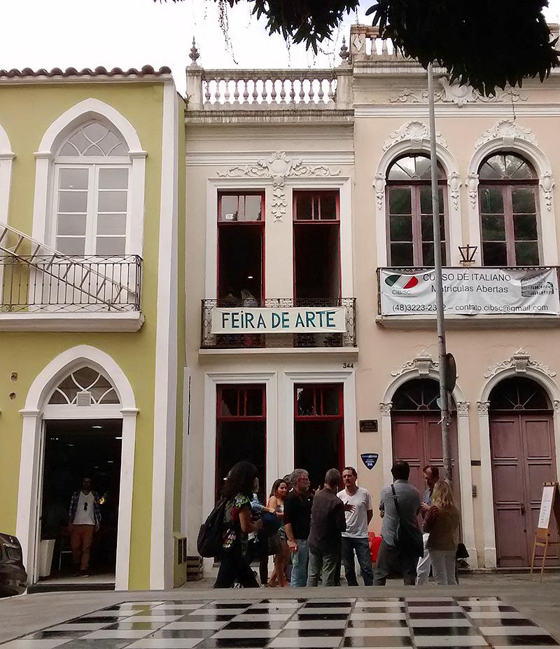 Fachada da Casa do Teatro do Grupo Armação onde acontece a Feira de Artes