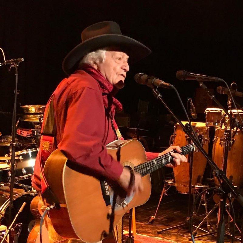 Ramblin' Jack Elliott playing for John Perry Barlow