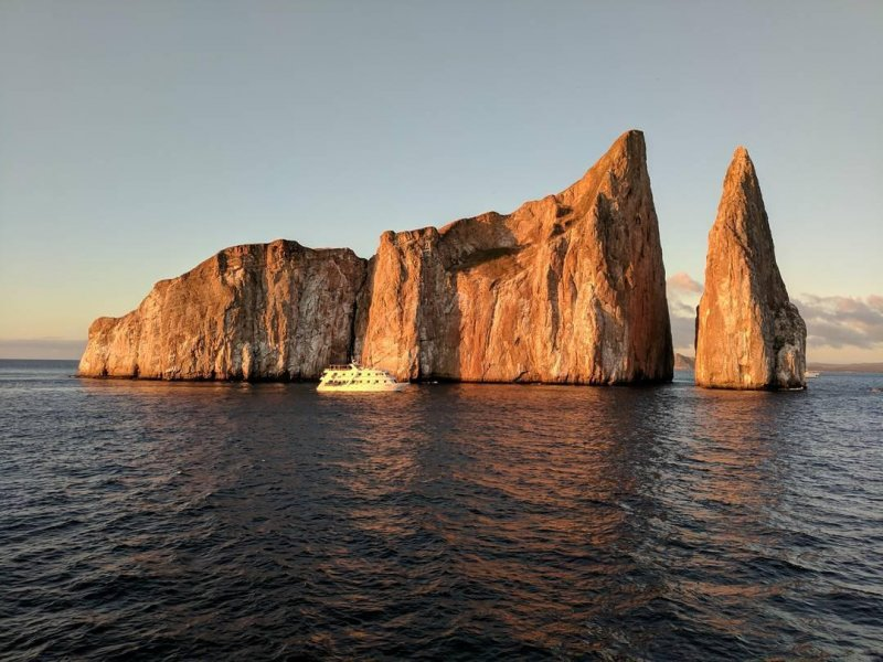 La Roca Leon Dormida aka kicker rock at sunset.