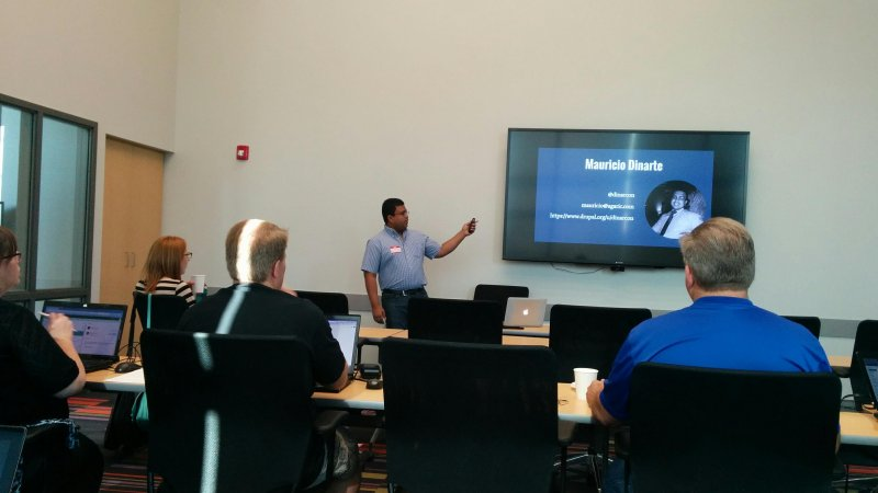 And @dinarcon kicks off #Drupal training at #DrupalCorn in Iowa!