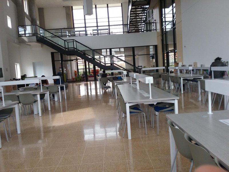 Biblioteca de Cajicá vacia durante el primer día de la semana del código