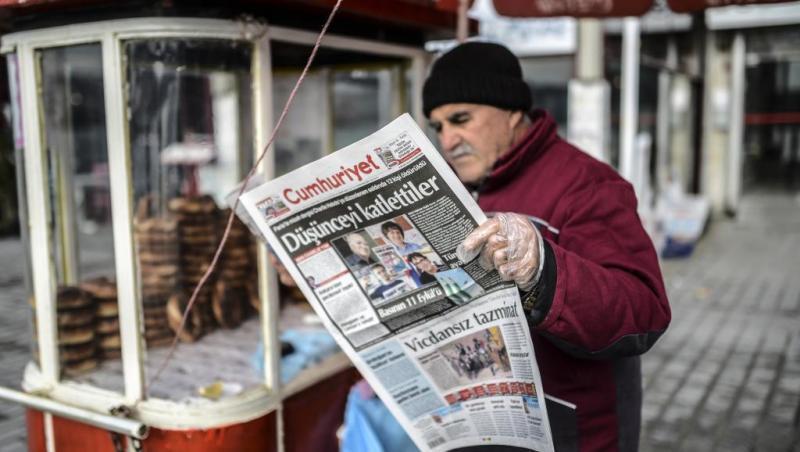 #Charlie Hebdo en Turc : 4 pages (au lieu de 8) encartées dans Cumhuriyet (source @rfi)